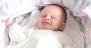 vì sao trẻ sơ sinh thường quấy khóc vào ban đêm