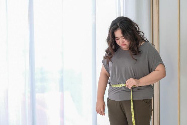 Ngủ Đủ Giấc Giúp Bạn Giảm Cân Như Thế Nào? asian fat woman is sad because increase size after checking with tape measure 42044 4460