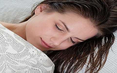 Hé Lộ 3 Thời Điểm Bạn Không Nên Đi Ngủ di ngu khi toc uot1jpg